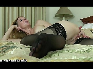Cougar HD Mammy Mature MILF Solo Stocking