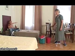 جدة رائع فتاة زوجة في سن المراهقة كبارا وصغارا ناضج مامي