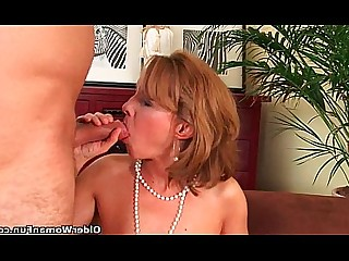 Granny Cougar Couch Hot Housewife Mammy Mature Wife